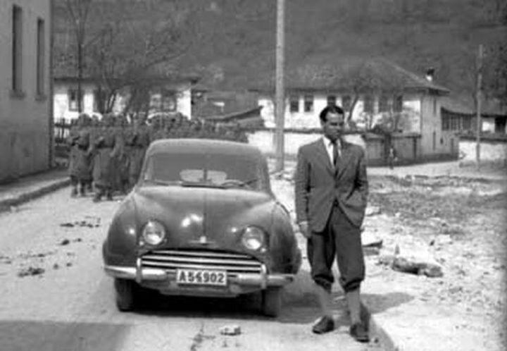Gösta Meurling vid sin SAAB i Foca, mars 1953.