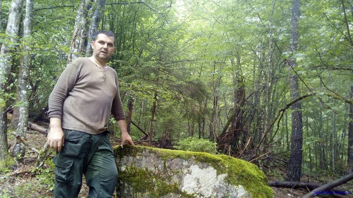 Pođelo raskrsnica za sela Gradevici,Kunovo,Šadici 2 km od crnogorske granice _ 002
